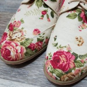 Floral Oxford - Forever 21 size 8.5